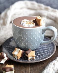 """Francy Ugolini on Instagram: """"** Coccole golose .. Buongiorno, cari Amici ! ** . . . #moodoftheday #christmascoffee #coffee #chocolate #christmassweet #instamood…"""" Mood Of The Day, Christmas Coffee, What Is Tumblr, Dumb And Dumber, Chocolate, Tableware, Sweet, Instagram Posts, Happy Saturday"""