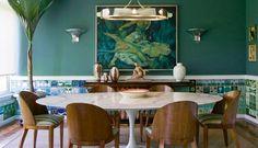 Coleção do arquiteto Luiz Fernando Grabowsky na sala de jantar Foto: Ana Branco / O Globo