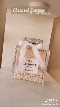 Chanel Room, Chanel Wall Art, Chanel Decor, Diy Crafts For Home Decor, Diy Crafts Hacks, Diy Room Decor, Diys, Dollar Tree Decor, Dollar Tree Crafts