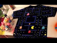 DIY: Decorate Shirt with Puffy Paint (Pacman) - Time Lapse - Diy and crafts interests Puff Paint Shirts, Fabric Paint Shirt, T Shirt Painting, Diy Painting, Galaxy Slime, Diy For Men, Diy For Kids, Puffy Paint Designs, Pac Man Costume