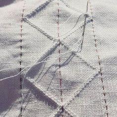 Stille kos å sy dobbel austmannarenning i kveldssolen 🌞/ quiet work this lovely evening 🌞 #bunad #bunadsskjorte #lin #linnen #embroidery #broderi #broderie #hvitsøm #hardangerbunad #whiteembroidery #folkcostume #summer White Embroidery, Embroidery Stitches, Hand Embroidery, Paper Snowflakes, Folk Costume, Weaving, Cross Stitch, Photo And Video, Hardanger