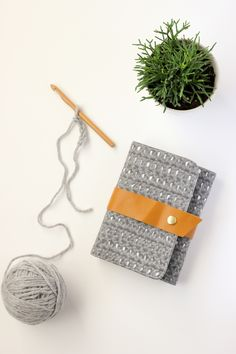 Crochet hook case TUTORIAL // Delia Creates...I created the crochet texture of the fabric using my #sproutbyhp! #CIY