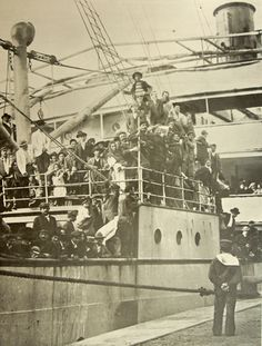 Ship arriving with immigrants to the Port of Buenos Aires. Tango, Ellis Island, Down South, Documentary Photography, Old Postcards, World History, Belle Epoque, Old Pictures, Beautiful World