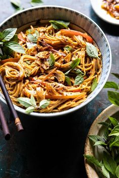 Spicy Peanut Noodles with Chili Garlic Oil. For nights when you're craving extra saucy, slightly spicy peanut noodles, but don't want to wait for take out. Vegetarian Recipes, Cooking Recipes, Healthy Recipes, Vegetarian Cooking, Spicy Peanut Noodles, Asia Food, Asian Recipes, Ethnic Recipes, Half Baked Harvest