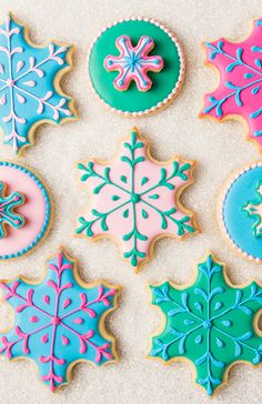 fancy christmas cookies Weihnachtspltzchen These would be a great addition to any holiday dessert table. Christmas Sugar Cookies, Christmas Snacks, Noel Christmas, Holiday Cookies, Christmas Baking, Fancy Cookies, Iced Cookies, Royal Icing Cookies, Custom Cookie Cutters