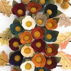 A garden of Fall felt flower magnets? A garden of Fall felt flower magnets? Felt Roses, Felt Flowers, Fabric Flowers, Paper Flowers, Fall Felt Crafts, Felt Diy, Felt Flower Wreaths, Felt Wreath, Felt Headband