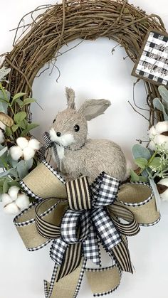 How to Obtain the Bride Arrangement and Groom Boutonniere Harmony? When searching for bridal bouquet Easter Wreaths, Holiday Wreaths, Spring Wreaths, Diy Easter Decorations, Easter Centerpiece, Green Wreath, Wreath Crafts, Easter Crafts, Easter Ideas