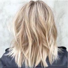 julianna hough modern shag Blonde Celebrity Hair, Blonde Lob Hair, Sandy Blonde Hair, Celebrities With Blonde Hair, Medium Hair Styles, Short Hair Styles, Julianne Hough Hair, Hair Color And Cut, Shoulder Length Hair