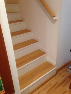 House Stairs, Carpet Stairs, Diy Home Improvement, Vinyl Flooring, Projects To Try, Sweet Home, Cottage, The Originals, Staircase Ideas