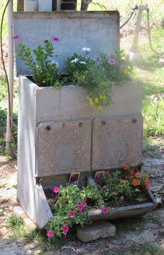 Brilliant Garden Junk Repurposed Ideas To Create Artistic Landscaping 39 Garden Junk, Lawn And Garden, Flower Planters, Garden Planters, Garden Trellis, Glass Garden, Chicken Feeders, Chicken Coops, Landscaping With Rocks
