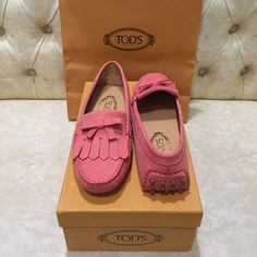 NIB Tod's Fringe Driving Moccasin size 37 Tod's genuine leather Fringe Driving Moccasin (Women) in peach color. I think they look pink to me. Made in Italy. Got them as a gift but they didn't fit. Italy Size 37, fits US size 6 or 6.5. Tod's Shoes Moccasins