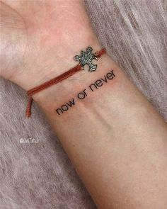 42 beste Tattoo-Zitate, die dich jeden Tag inspirieren Tattoo-Zitate, Power-Tattoos, … Tattoo-Ideen – DIY beste Tattoo-Ideen DIY-Tattoo-Ideen – DIY-Tattoos diy tattoo - diy best tattoo - Poetry, Quotes by Genres an Mini Tattoos, Hot Tattoos, Body Art Tattoos, Tatoos, Tattoos On Ribs, Phrase Tattoos, Anchor Tattoos, Feather Tattoos, Cute Little Tattoos