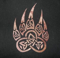 Keltische Paw Quilt Applique Musterdesign Keltische Pfote Quilt Applique Muster Design The post Celtic Paw Quilt Applique Musterdesign … appeared first on Frisuren Tips - Tattoos And Body Art Fenrir Tattoo, Norse Tattoo, Celtic Tattoos, Viking Tattoos, Werewolf Tattoo, Irish Tattoos, Celtic Wolf Tattoo, Warrior Tattoos, Filipino Tattoos