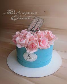 Замовити Бисквитный пирог - розы в шляпной коробке, в городе Кировоград, великолепная цена в Украине, на портале Торт на заказ