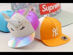 fun paper cap template and easy to customise in anything you like. Think of a new york yankees baseball cap, a unicorn snapback, supreme snapback, batman hat, munchies cap or many more :) Paper Hat Diy, Paper Crafts, Projects For Kids, Diy For Kids, Kirigami Tutorial, Paper Doll Chain, Snapback Caps, Paper Bracelet, Unicorn Hat