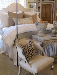 Guest bedroom idea...so clean & airy.  Like the 'sofa' table at the foot of the bed, too!