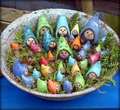 handbuilt fun wormies for my potted plants or the garden - Salvabrani Ceramics Projects, Clay Projects, Clay Crafts, Diy And Crafts, Simple Crafts, Felt Crafts, Clay Fairies, Garden Crafts, Garden Art
