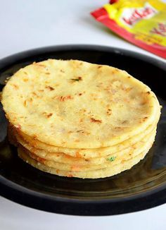 Akki Roti or Masala Rice Roti is a famous karnataka dish which can be served as a snack or for dinner. It is sure a better alternative to th. Indian Snacks, Indian Food Recipes, Indian Foods, Unique Recipes, Naan, Akki Roti Recipe, Rice Flour Recipes, Jaggery Recipes, Breakfast Recipes
