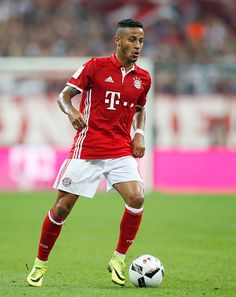 Thiago Alcantara of Bayern Muenchen runs with the ball during the Bundesliga match between Bayern Muenchen and Werder Bremen at Allianz Arena on. Milan, Chelsea, Thomas Muller, Soccer World, Lionel Messi, Football Players, Dna, Running, Pictures