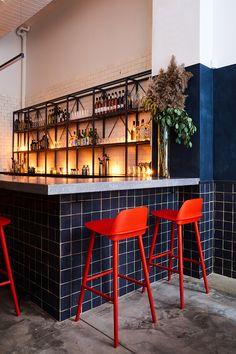 Tonchin Ramen restaurant - New York, USA Ramen Restaurant, Ramen Bar, Deco Restaurant, House Restaurant, Restaurant Design, Counter Design, Bar Counter, Küchen Design, Interior Design