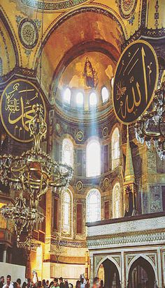 The Hagia Sophia in Istanbul, Turkey is amazing. The history is as magnificent as the current structure. A must see in Istanbul. Want help planning your next trip? Click through to imagine backpacking. Travel Around The World, Around The Worlds, Greek Warrior, Travel Reviews, Travel Images, Trip Planning, Backpacking, Travel Inspiration, Travel Photography