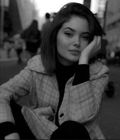 Ideas For Instagram Photos, Insta Photo Ideas, Portrait Photography Poses, Photography Poses Women, Cute Girl Photo, Girl Photo Poses, Cool Girl Pictures, Girl Photos, Estilo Beatnik