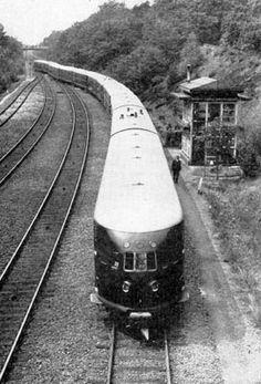 Baarn railway station (the Netherlands), Station To Station, Old Trains, Electric Locomotive, Locs, Railroad Tracks, Netherlands, Dutch, Transportation, Tourism