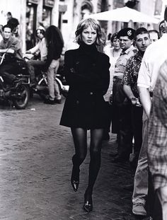 Kate Moss by Peter Lindbergh for Harper's - Who's That Girl? Bazaar US 1994 #photography #kate_moss #peter_lindbergh #whos_that_girl #harpers_bazaar