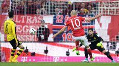 Bundesliga: Die schönsten Fotos vom Bundesliga-Topspiel zwischen Bayern und Dortmund.