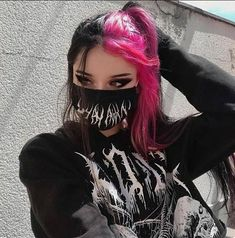 Pink Hair Dye, Hair Dye Colors, Dye My Hair, Hot Pink Hair, Pink And Black Hair, Dyed Black Hair, Split Dyed Hair, Hair Color Streaks, Aesthetic Hair