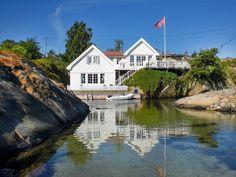Norwegian summer cottage Nordic Living, Nordic Home, Beautiful Norway, Beautiful Homes, Norwegian Homes, Norway House, Home Focus, Window Detail, Coastal Homes