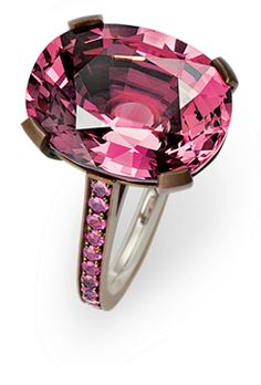 Hemmerle ring in white gold and copper with pink spinel and pink sapphires