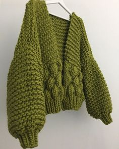 When I Thought The Bee Bomber Couldn't Get Better Than The Orange Crush Version 🍊Then Green Tea Came Along . Pull Crochet, Knit Crochet, Vogue Knitting, Hand Knitting, Crochet Clothes, Diy Clothes, Art Minecraft, Crochet Capas, Knitting Patterns