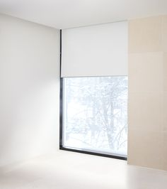 Woodnotes roller blind. Minimalistic. Modern interior. Interior design. Fabric Blinds, Curtains, Modern Interior, Interior Design, Blinds For Windows, Window Blinds, Toms, Roller Blinds, White Fabrics
