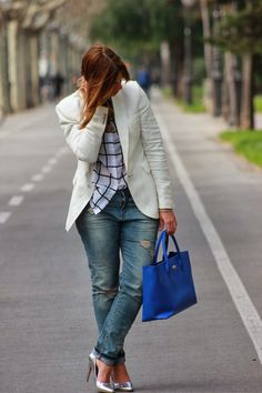Miss trendy Barcelona: White Blazer & ripped jeans