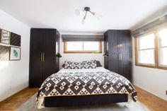 two Ikea PAX wardrobe units on either side of a bed give functional clothing storage in a small amount of space Pax Closet, Ikea Pax Wardrobe, Bedroom Wardrobe, Ikea Closet, Wardrobe Storage, Small Bedroom Furniture, Ikea Bedroom, Bedroom Decor, Bedroom Ideas