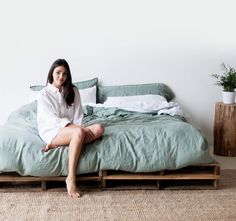 Included in the linen set is 1 duvet cover in your choice of color, 1 white top sheet, 1 white fitted sheet, and 2 white pillow cases.