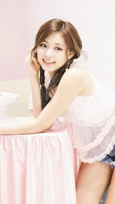 Beautiful young lady and beautiful smile Pretty Asian, Beautiful Asian Women, Beautiful Smile, Kpop Girl Groups, Kpop Girls, Korean Beauty, Asian Beauty, Tzuyu Body, Sana Momo