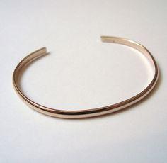 Image of Bracelet jonc ovale ouvert ovale en métal doré ou argenté