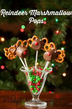 Reindeer Marshmallow Pops | Christmas Treat Recipe Marshmallows covered in chocolate to make super cute reindeer marshmallow pops