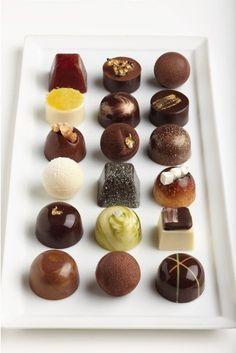Chocolate Bonbon, Chocolate Candy Recipes, Artisan Chocolate, Chocolate Sweets, Chocolate Art, Chocolate Shop, Chocolate Gifts, Chocolate Molds, Homemade Chocolate