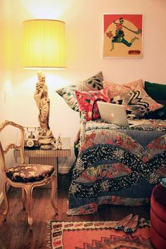 Kinda love for the guest room. Color and patterns!