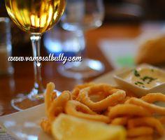 Empieza bien el fin de semana. Cerveza y calamares es una opción. #Vamosalbully #Donostia #SanSebastian el lugar ideal. www.vamosalbully.com