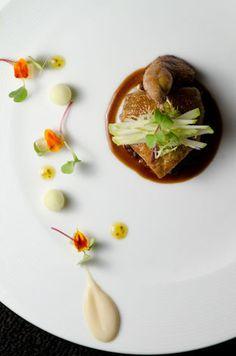 Chef Chris Nugent of Goosefoot - Chicago, IL L'art de dresser et présenter une assiette comme un chef de la gastronomie... > visionsgourmandes... > www.facebook.com/... . #gastronomie #gastronomy #chef #presentation #presenter #decorer #plating #recette #food #dressage #assiette #artculinaire #culinaryart