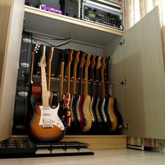 Guitars Are Easy To Learn. Learn to play the acoustic electric guitar with these straightforward recommendations. Playing a guitar is straightforward to learn, and will open up numerous musical doors. Guitar Display Case, Guitar Storage, Guitar Rack, Guitar Stand, Guitar Hanger, Home Studio Musik, Music Studio Room, Studio Setup, Garage Studio