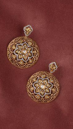 new ideas jewerly earrings dangle stones beautiful Gold Jhumka Earrings, Indian Jewelry Earrings, Jewelry Design Earrings, Gold Earrings Designs, Diamond Earrings Indian, Diamond Rings, Dangle Earrings, Gold Bangles Design, Gold Jewellery Design