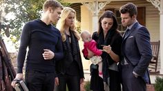 """The Originals – TV Série - Niklaus """"Klaus"""" Mikaelson - Joseph Morgan - Elijah Mikaelson - Daniel Gillies - Hayley Marshall - Phoebe Tonkin - rei e rainha - King and queen - lobo - Wolf - Rebekah Mikaelson - Claire Holt - amor - love - baby Hope Mikaelson - bebê - brothers - irmãos - daughter - filha - mother - mãe - mom - mamãe - father - pai - dad - papai - sobrinha - niece - uncle - tio - tia - aunt - happy family - família feliz - 2x09 - The Map Of Moments - Mapa Dos Momentos"""