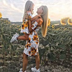 Discover this Sunflower Print Off-Shoulder Matching Dresses. Mother Daughter Matching Outfits, Mother Daughter Fashion, Matching Family Outfits, Mommy Daughter Dresses, Mom And Baby Outfits, Baby Outfits Newborn, Kids Outfits, Summer Outfits, Outfits Madre E Hija