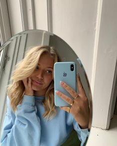 Pin by Anija Vodanovich on Mirror selfie in 2020 (With images) Mode Outfits, Trendy Outfits, Fashion Outfits, Vetement Fashion, Blue Aesthetic, Mode Inspiration, Cute Photos, Belle Photo, Pretty People