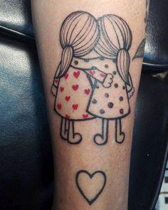 Mini tattoos for girls, cute tattoo ideas for sisters, small wrist tattoos for girls. Wrist Tattoos Girls, Twin Tattoos, Sibling Tattoos, Small Wrist Tattoos, Best Friend Tattoos, Family Tattoos, Sister Tattoos, Cute Tattoos, Body Art Tattoos